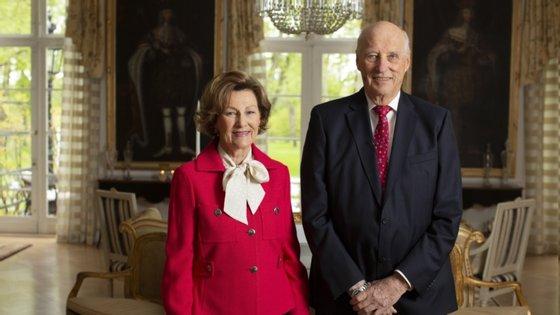 O palácio real declarou que o príncipe herdeiro Haakon assumiu interinamente as funções oficiais do seu pai, incluindo a participação numa reunião programada com o Governo norueguês
