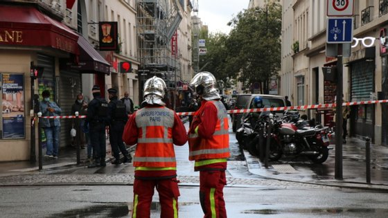 O ataque aconteceu junto à antiga redação do Charlie Hebdo, na rua Nicolas Appert