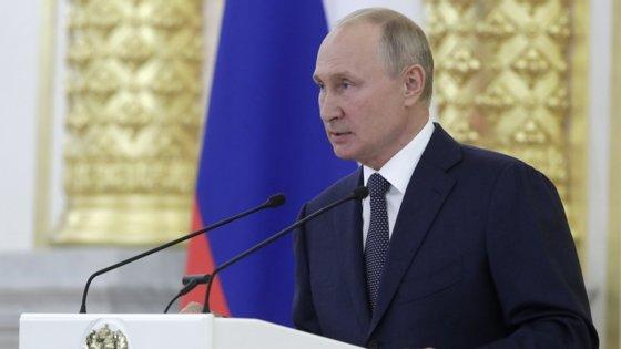 A Rússia é acusada há anos de usar piratas informáticos, perfis falsos nas redes sociais e inventar notícias falsas que se tornam virais na Internet, para influenciar os processos eleitorais no Ocidente