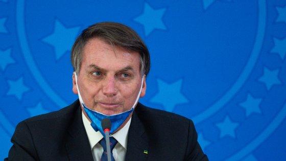 O procedimento é considerado simples, com duração prevista de até uma hora e meia, e Bolsonaro poderá, se não ocorrerem imprevistos, voltar a trabalhar na próxima semana