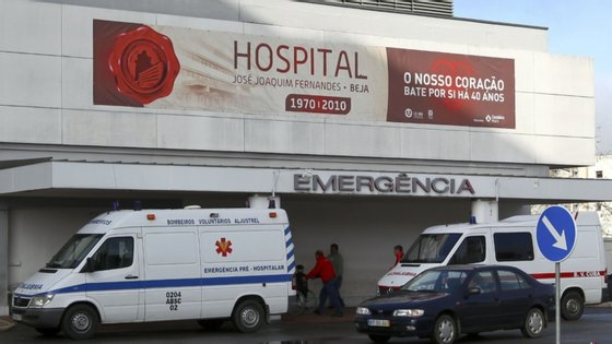 Entre os 16 profissionais infetados, há 10 enfermeiros, quatro assistentes operacionais, um técnico e um médico