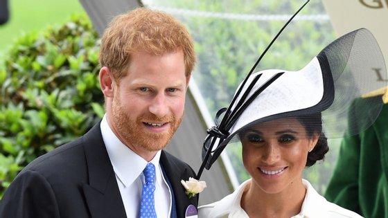Harry e Meghan abandonaram as funções enquanto membros séniores da realeza na última primavera