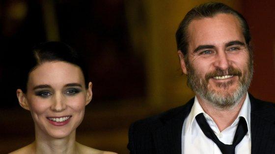 Em maio surgiram as primeiras notícias de que Rooney Mara estava grávida