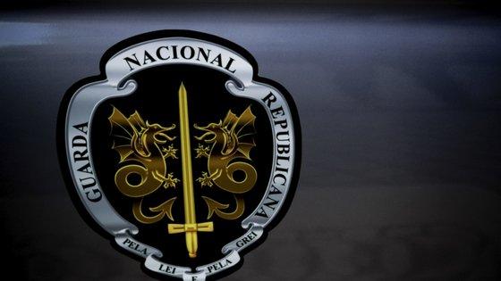 """A GNR detetou que o homem, de 32 anos, se encontrava """"foragido à justiça"""", depois de o deter, no domingo, em Vila Nova de Gaia, por suspeitas de envolvimento no crime de furto em interior de veículo"""