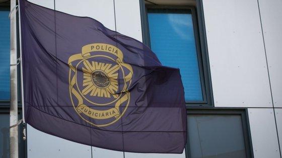 Dois dos detidos em Cascais, segundo a PJ, terão realizado um assalto este mês no qual um homem de 90 anos morreu após ter sido agredido pelos autores, que o sequestraram a ele e à mulher