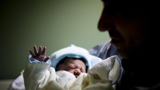 """A investigação começa por abordar o final da década de 1970 que se caracterizou por """"valores muito elevados de nascimentos de mães portuguesas"""""""