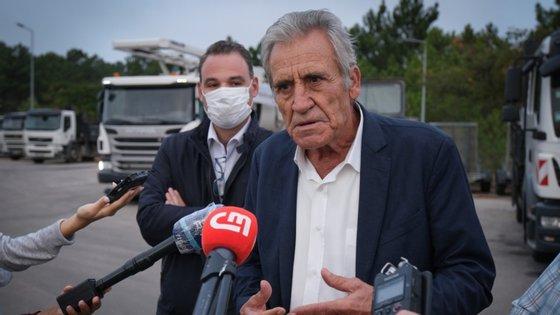 Jerónimo de Sousa falava aos jornalistas, antes de visitar uma exposição, ao lar livre, em Lisboa, sobre os 50 anos da CGTP