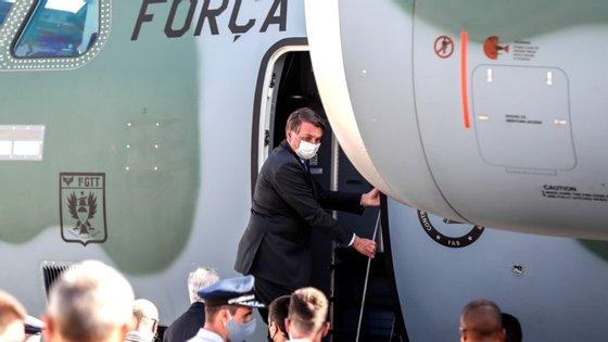 Bolsonaro encarregou a sua equipa económica de encontrar uma fórmula para reforçar o apoio social a partir de janeiro