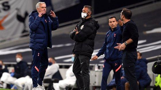 José Mourinho e Frank Lampard tiveram um momento de maior tensão na primeira parte, com o português a criticar o comportamento do seu ex-jogador