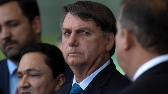 O resultado negativo das contas do executivo do Brasil, presidido por Jair Bolsonaro, está relacionado com as medidas de combate à pandemia do novo coronavírus