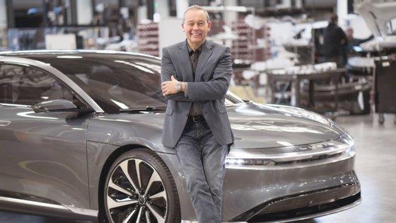 Peter Rawlinson, CEO e CTO da Lucid, compara o Air com o Taycan e o Model S