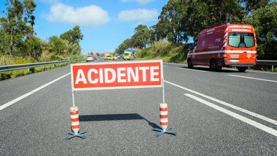 A fonte da GNR adiantou que a vítima mortal era o condutor e único ocupante da viatura.