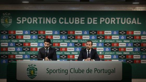Frederico Varandas, presidente do Sporting e da Sporting SAD, e Francisco Salgado Zenha, vice e administrador com o pelouro financeiro, foram respondendo às questões dos acionistas presentes