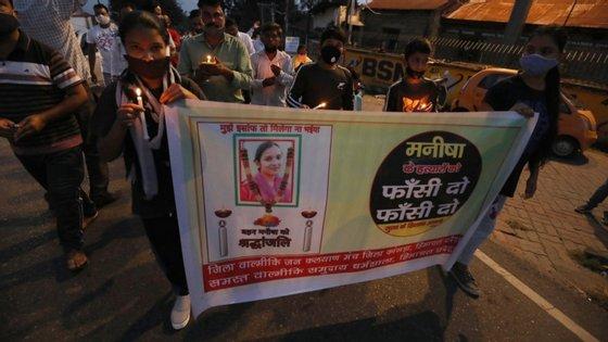 """A cerca de 500 quilómetros deste local, ocorreu o caso de outra jovem """"dalit"""", que foi violada em meados de setembro, alegadamente por quatro homens de castas superiores"""