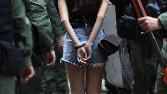 A presença policial superou o número de manifestantes no local, após milhares de polícias de intervenção terem sido destacados para impedir qualquer manifestação pró-democracia em larga escala no dia nacional da China.