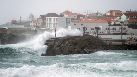 """O IPMA prevê igualmente """"um aumento significativo da agitação marítima na costa ocidental"""""""