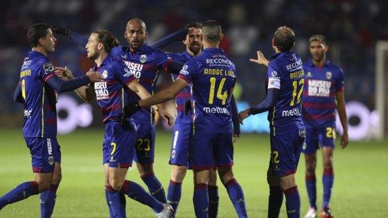 O Desportivo de Chaves organizou um jantar convívio com o plantel e equipa técnica um dia depois de anunciar a existência de quatro casos de Covid-19