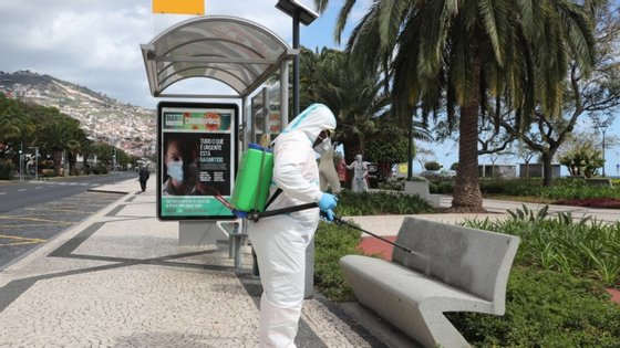 O Governo Regional da Madeira louvou ainda todas as pessoas relacionadas com a luta à pandemia no arquipélago