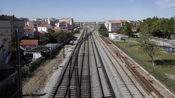 """O PCP quer ainda a """"abertura a passageiros da Linha de Leixões"""""""