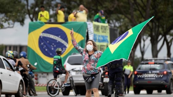 Em relação ao número de casos confirmados, o Brasil totaliza 4.880.523