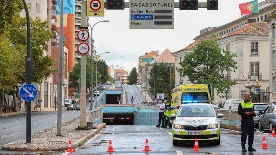 O túnel da Avenida João XXI, em Lisboa, está encerrado ao trânsito desde 18 de setembro, devido a um incêndio que teve origem numa falha no sistema de controlo elétrico.