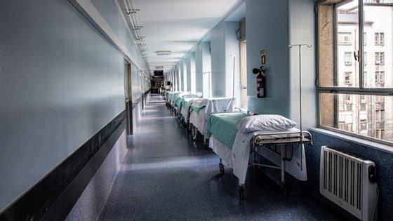 Nas últimas 48 horas, há um balanço (entre saídas e novas entradas) de mais 33 pessoas nos hospitais. Em contraponto, ocupação de UCI não subiu