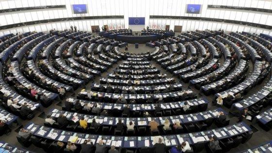 O diploma vai ser debatido no parlamento na sexta-feira, num plenário com uma ordem de trabalhos marcada pelo PS, e no qual serão debatidas outras três iniciativas dos socialistas e uma dos sociais-democratas