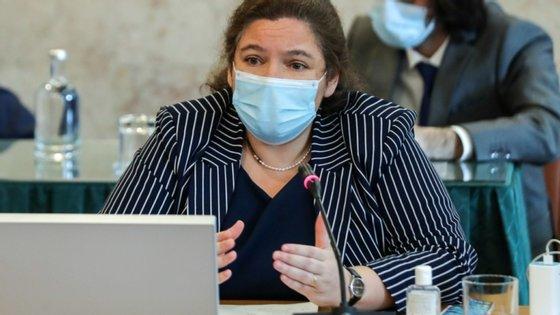 Alexandra Leitão, ministra da Administração Pública, lança um programa de estágios em coordenação com os ministérios das Finanças e do Trabalho