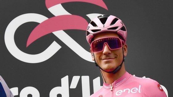 João Almeida continua a ser a grande revelação do Giro, tendo aumentado na quinta etapa a vantagem de dois para 43 segundos com a quebra de Jonathan Caicedo