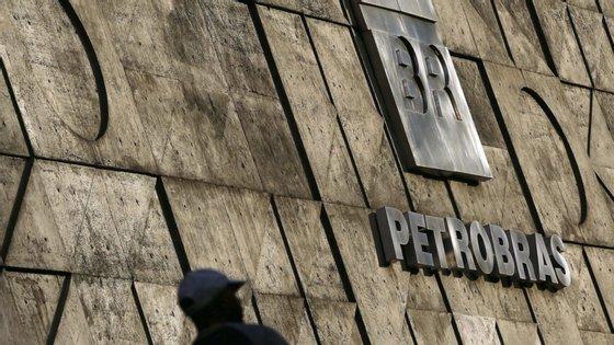 A operação Lava Jato, iniciada em 2014, desvendou um vasto esquema de corrupção envolvendo a petrolífera Petrobras e outros órgãos públicos brasileiros