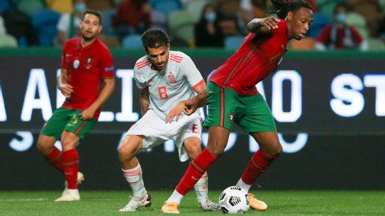 O central do Olympiacos foi titular ao lado de Pepe no eixo da defesa portuguesa