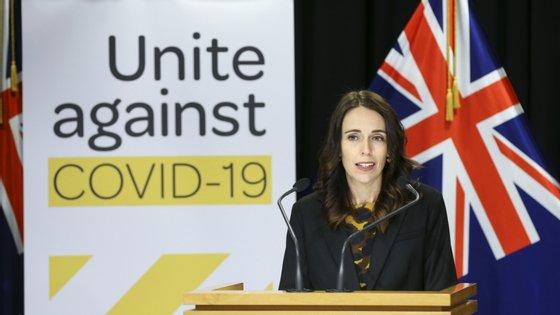 A primeira-ministra neozelandesa anunciou o fim das restrições em Auckland a partir desta quarta-feira