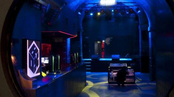 Sem pessoas, sem possibilidade de funcionar normalmente e sem receitas: é assim que estão as salas e clubes de concertos e DJs desde a pandemia