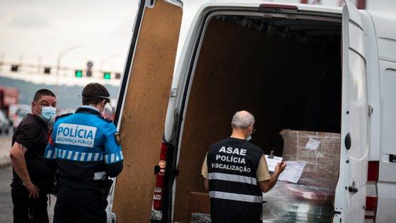 Em comunicado, a ASAE refere que apreendeu, desde meados de março e até ao momento, um total de 1.123.093 de máscaras em resultado das diversas ações de fiscalização realizadas em todo o país
