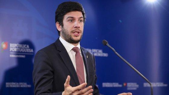 """O presidente do CDS considerou que PS e PSD estão a preparar outro """"arranjinho"""" que visa a aplicação dos fundos europeus"""
