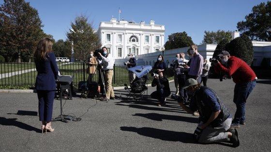 O Departamento da Saúde de Washington pediu a todas as pessoas que participaram num evento em 26 de setembro no Rose Garden da Casa Branca para contactarem as autoridades sanitárias locais