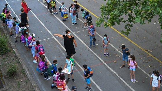 A promessa de contratação imediata de 1.500 auxiliares foi feita por António Costa há três semanas, no final de uma visita à Escola Secundária de Alcochete, Setúbal