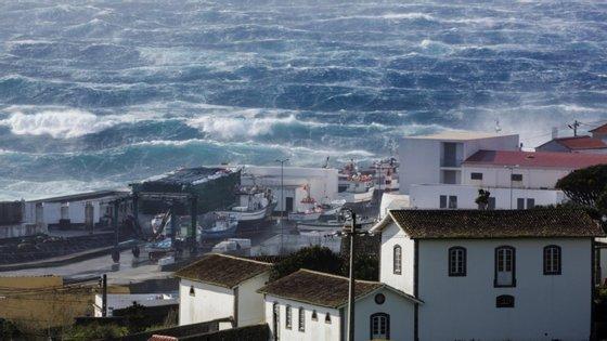 """""""Há necessidade de potencializar o grupo central, em termos dos transportes marítimos de passageiros e mercadorias"""", defende o coordenador do PCP/Açores e candidato pela CDU às eleições regionais"""
