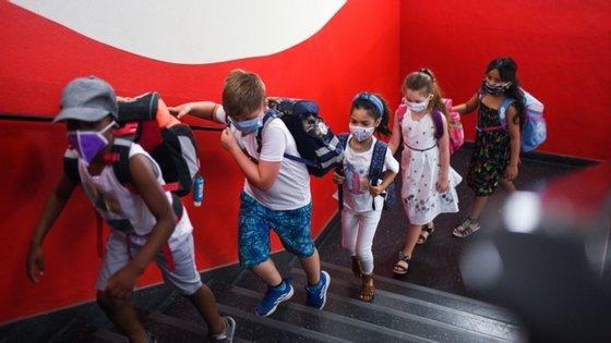 Na quarta-feira passada, havia 23 surtos ativos em escolas ligados a 136 casos positivos