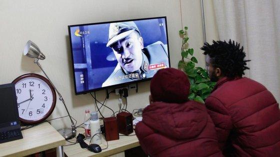 Os pacotes televisivos propostos ao consumidor português incluem vários canais espanhóis de televisão, mas o mesmo não acontece em Espanha
