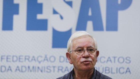 O secretário-geral da Fesap, José Abraão, falava aos jornalistas à saída da reunião como secretário de Estado da Administração Pública