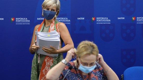 A diretora-geral da Saúde, Graça Freitas, lembra que a Covid-19 também pode afetar os mais novos