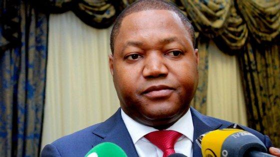 O dirigente partidário nasceu a 16 de maio de 1980 na Damba (província do Uíje), ingressou no MPLA em 1998 e até a altura da sua morte exercia o cargo de governador do Uíje