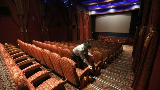 Recorde-se que este ano as salas de cinema, à semelhança de outros espaços culturais, estiveram encerradas entre meados de março e junho por causa das medidas impostas para conter a pandemia da Covid-19