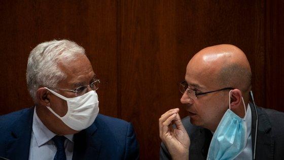 Primeiro-ministro António Costa e o ministro das Finanças, João Leão