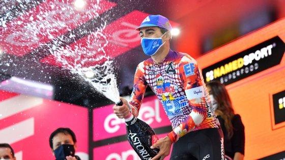 Rúben Guerreiro tornou-se o primeiro português a ganhar uma etapa no Giro desde Acácio da Silva em 1989 e conquistou camisola azul da montanha