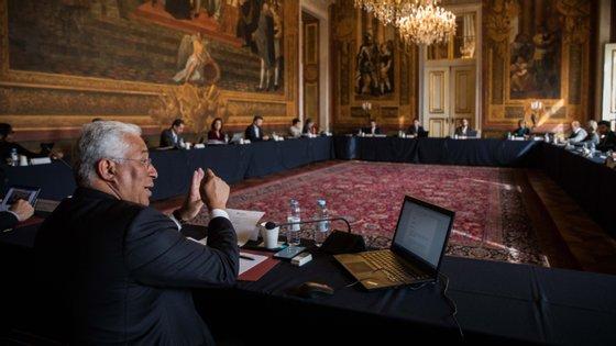 O primeiro-ministro António Costa num Conselho de Ministros do seu Governo, que tem-se tornado cada vez maior: em junho de este ano tinha mais 77 pessoas nos gabinetes do que no mesmo mês de 2019