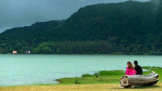 """O """"Voucher Destino Seguro Açores"""" traduz-se num incentivo financeiro de 35 euros, válido por dois meses e utilizável exclusivamente na aquisição de bens ou serviços na região"""