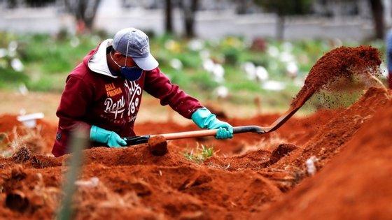 Entre os países mais duramente afetados, o Peru é o que regista mais mortes relativamente à sua população