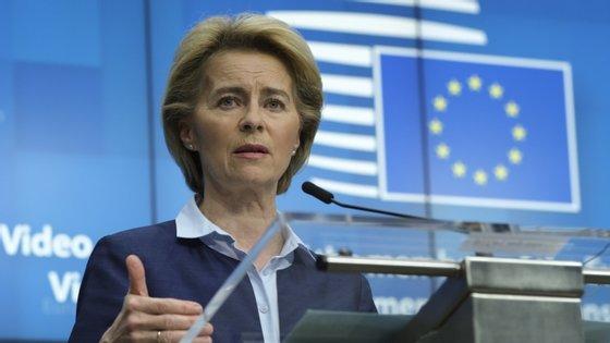 """Ursula von der Leyen pediu, assim, que os Estados-membros """"coordenem estas medidas para facilitar a vida aos europeus"""""""